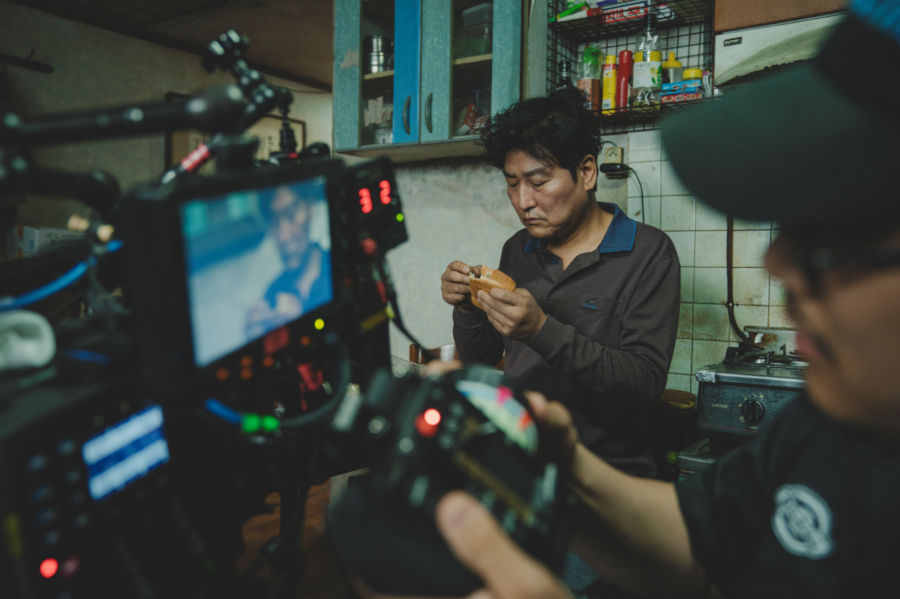 About the award-winning editing of Parasite -- live first edting on set, hidden VFX cuts and FCP 7